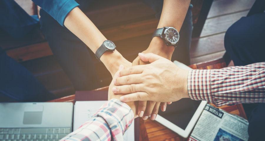 経営が悪化した会社の立て直しには社員との意識の共有と具体的な見直しが重要